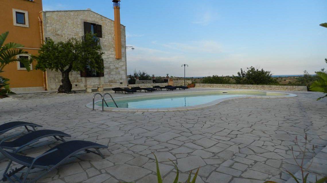 piscina e caseggiato